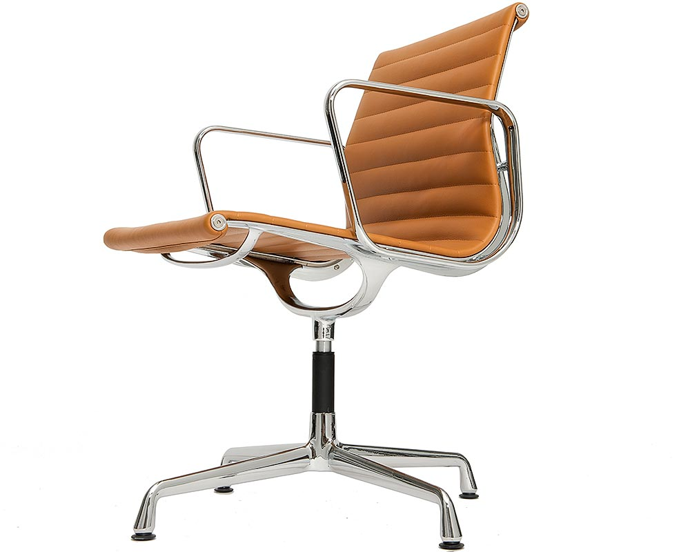 Chaise aluminium chair ea 108 cognac steelform the for Reedition chaise eames